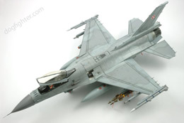 F-16 Fighting Falcon 1:48